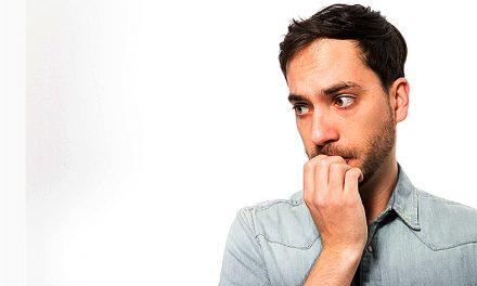چرا بعضی از ما از کمبود اعتماد به نفس رنج می بریم؟